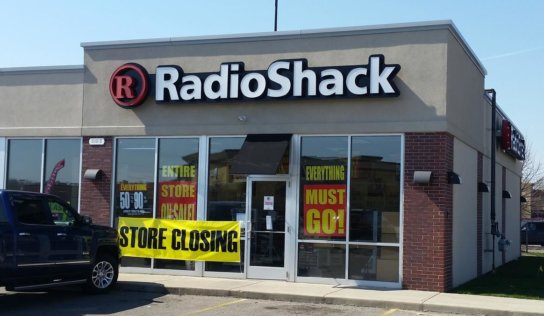 RadioShack is auctioning a trove of classic gadgets and a few oil paintings